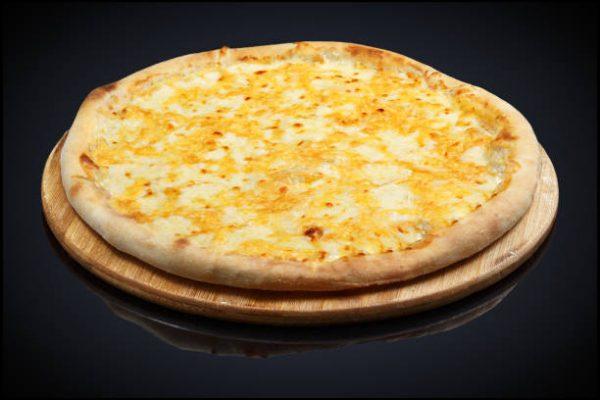 Dört Peynirli Pizza